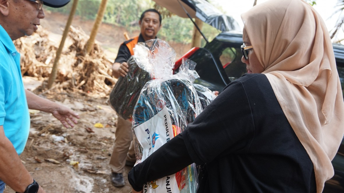 csr kesehatan PTTEP Indonesia Care for Flood Victims