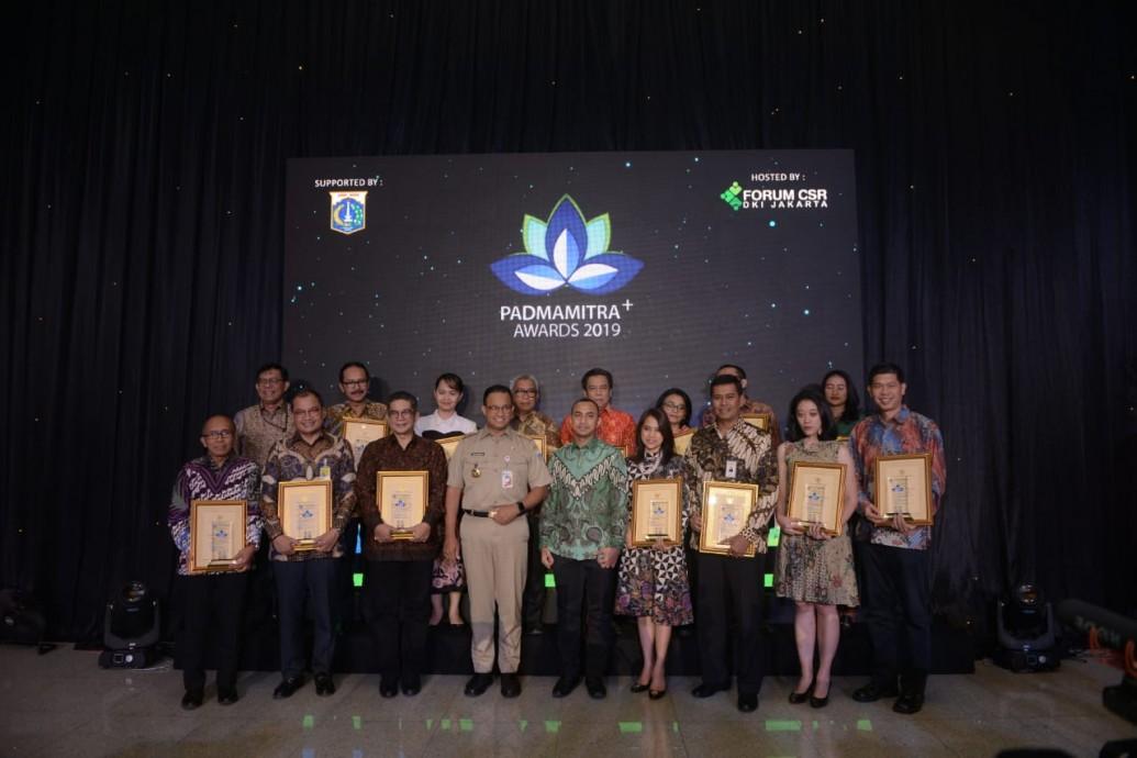 csr kesehatan PTTEP Receive Padmamitra Award from Governor of DKI Jakarta