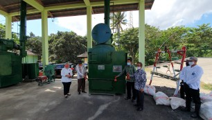 Berita Coordinating Ministry for Maritime and Investment Affairs and PTTEP donates 2 incinerators unit to the provincial government of West Nusa Tenggara