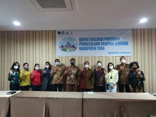 Berita PTTEP Indonesia Supports Waste Bank Management in Toba Regency