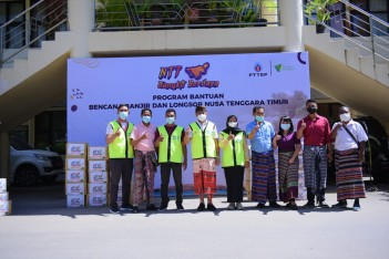 Berita Donates Aid for Flood and Landslide Victims in NTT, PTTEP: We Hope the People Will Revive